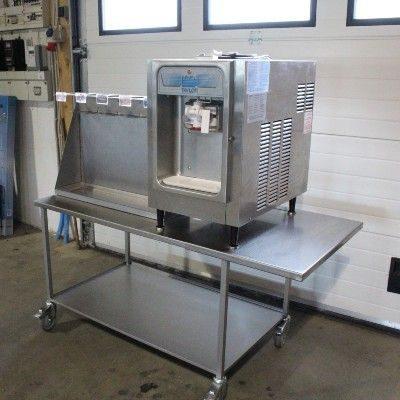 Bord i rustfristaal til softicemaskine