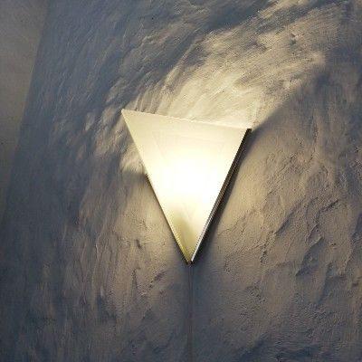 Eksempel paa Kunst og jern - Lampe i glas og jern - set fra siden
